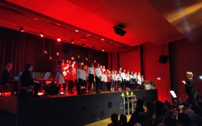 Stimmungsvolles Weihnachtskonzert mit 100 Kindern